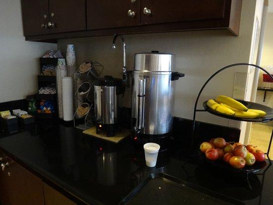 Hollywood Orchid Suites: Café da manhã
