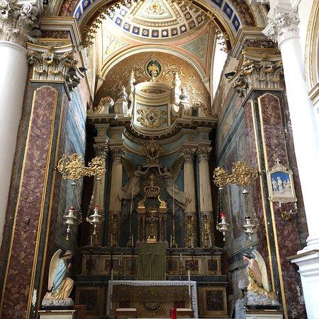 Chiesa di San Pietro: In & Out