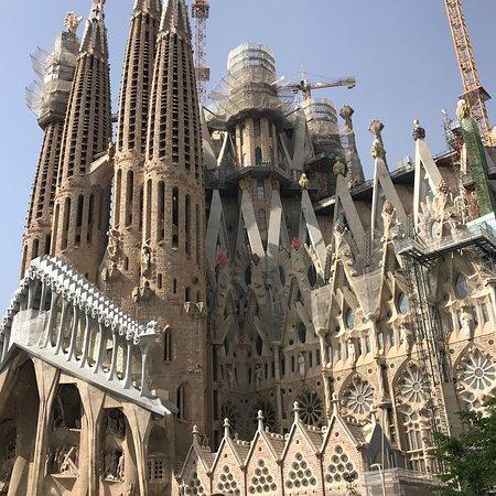โบสถ์แห่งครอบครัวศักดิ์สิทธิ์: Basilica of the Sagrada Familia