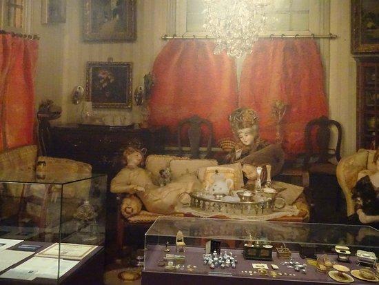 Historical Museum of The Hague : Lita de Ranitz en Willem Tholen expo;verhaal poppenhuis