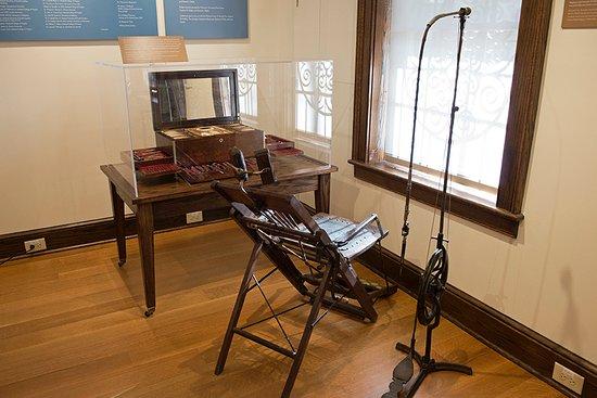 Macaulay Museum of Dental History: Itinerant dentistry