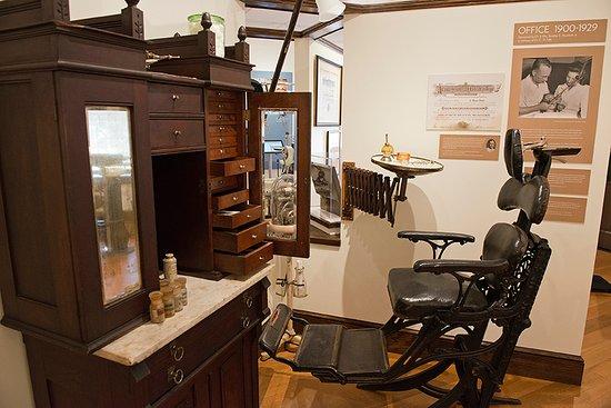 Macaulay Museum of Dental History: Dental operatory circa 1900