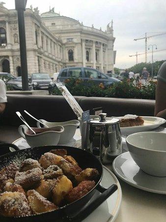 Cafe Landtmann : все вкусно и вид хорош :)