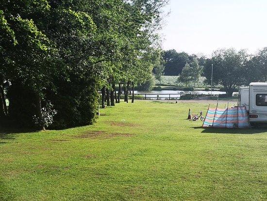 Hales Hall Caravan Park ภาพ