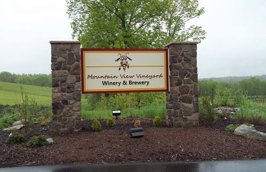 Mountain View Vineyard, Winery & Brewery : Road Entrance Sign