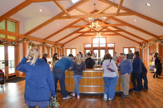 Mountain View Vineyard, Winery & Brewery : Inside Of The Winery & Tasting rea