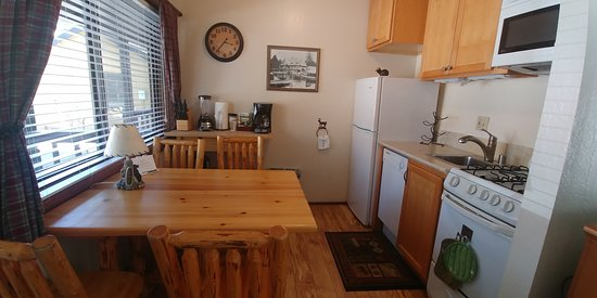 Tahoe Vista, CA: Kitchen had everything you needed.