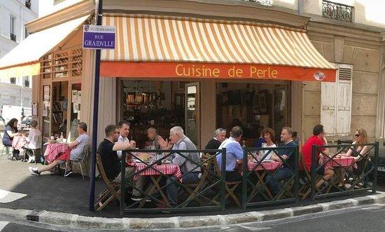 Saint-Mande, Frankrike: Déjeuner en terrasse, il est préférable de réserver...