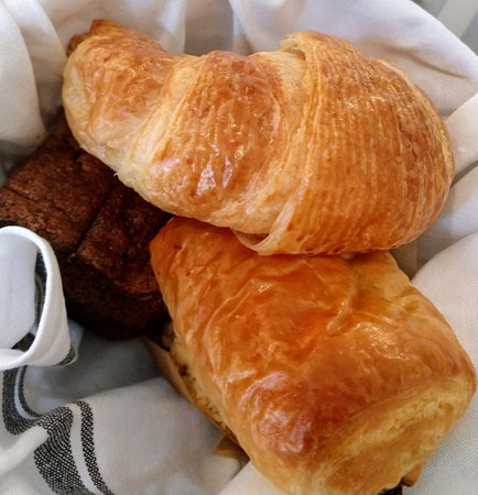Magnolia Table : croissants, muffin and bread pastry basket