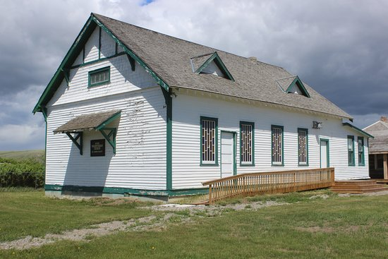 Heritage Acres Farm Museum: Knox Presbyterian Church. This church was built in 1917 and was originally located east of Granu