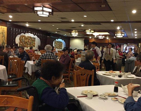 Golden Dragon Restaurant: carts laden with fantastic food