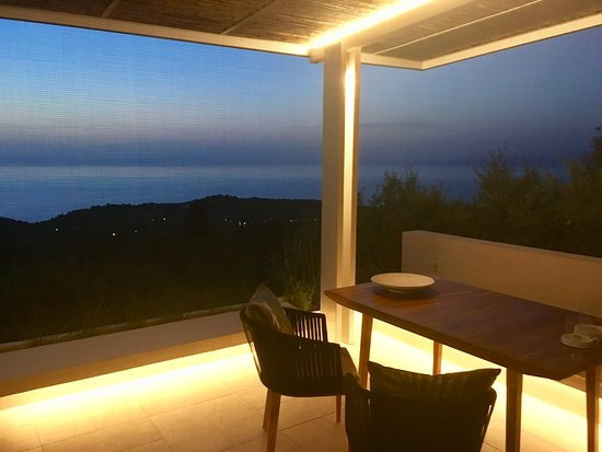 Tsoukaladhes, Greece: Evening view - Villa Rodia