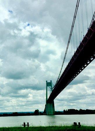 Alternativle , le pont suspendu, à péage, de Tancarville