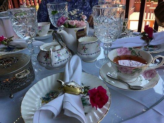 Shakespeares Corner Shoppe & Afternoon Tea: Wonderful noontime tea.