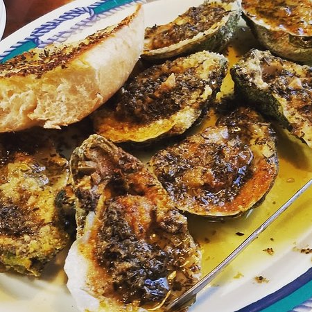 High Tide Harry's REEL Seafood: Chargrilled Oysters