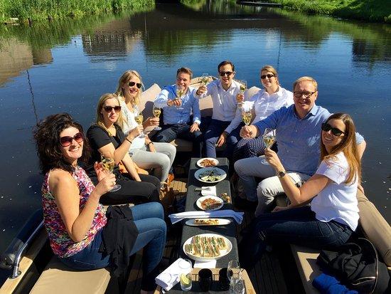 Den Bosch, Hollanda: Qualtiy time aan boord van onze Lifestyle sloep; champagne, oesters ... pluk de dag !