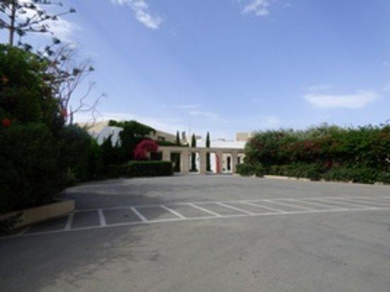 Santa Marina: Entrée de l'hôtel 4 étoiles ?