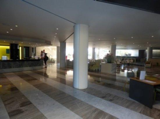 Santa Marina: Hall d'accueil, bar et piéce commune