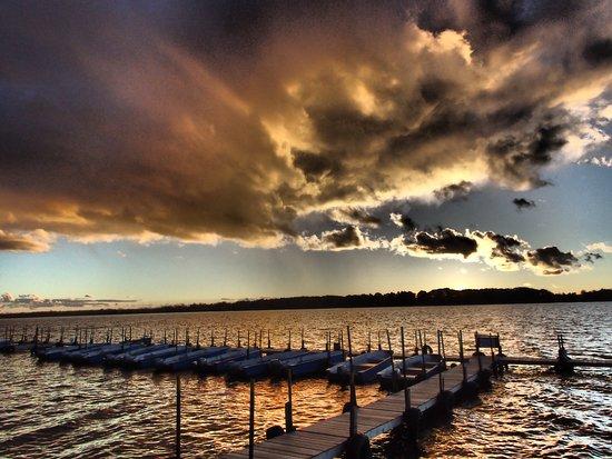 Lake Dalrymple Resort: Docks & Boats