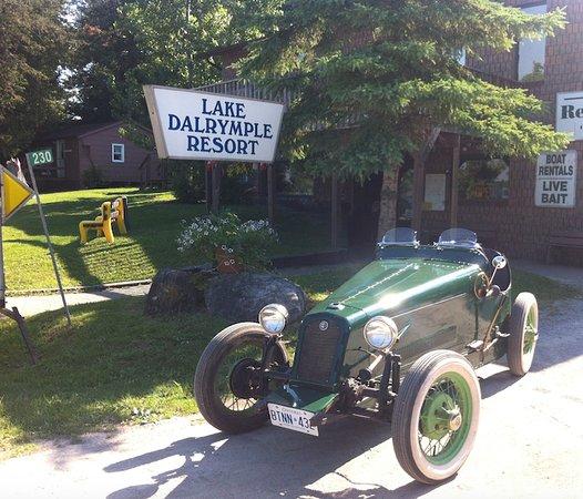 Lake Dalrymple Resort: Office & Store