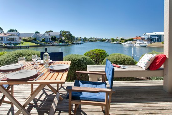 Captains Cove: All decks are right on the water