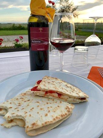 Locanda La Dama delle Saline: Piadina Romagnola and local wine as the sunsets