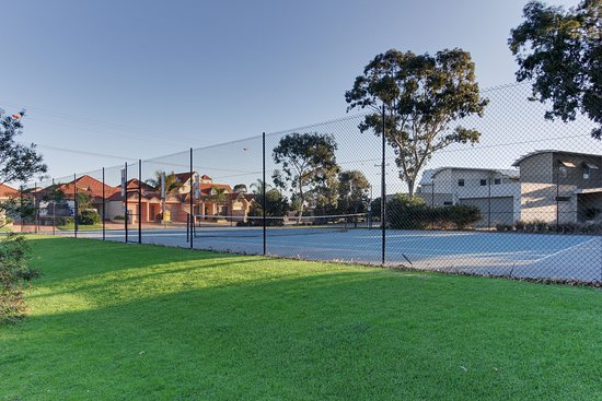 Captains Cove: Tennis court
