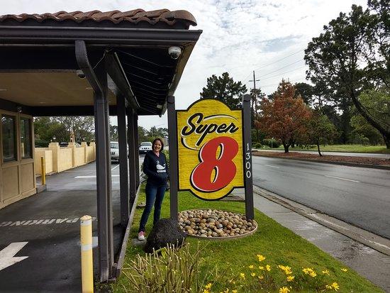 Super 8 by Wyndham Monterey/Carmel: Fachada
