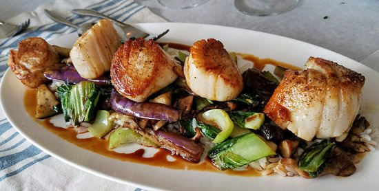 Fluke Newport : Seared George's Banks Scallops