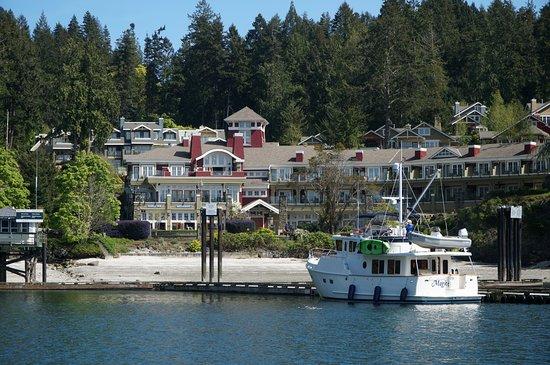 Poets Cove Resort & Spa: Docks from the ocean