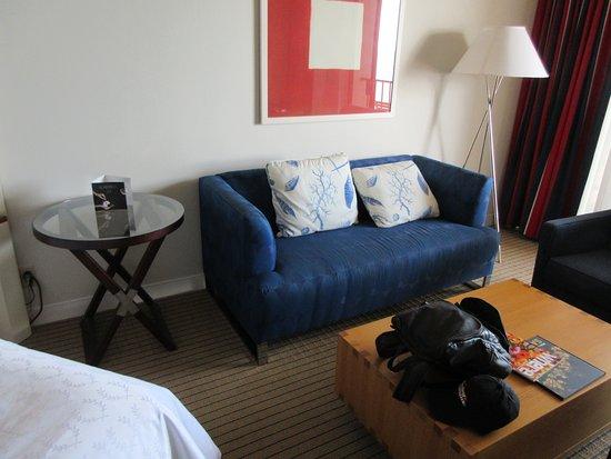 Sheraton San Diego Hotel & Marina: Nice and spacious room with sofa & coffee table