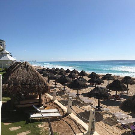 Paradisus Cancun: Beautiful poolside at Paradisus