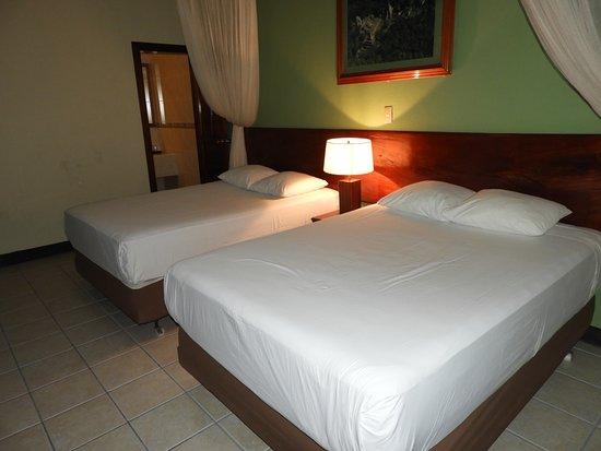 Jungle Lodge Tikal Hostal: Bungalow para 2 personas con baño privado