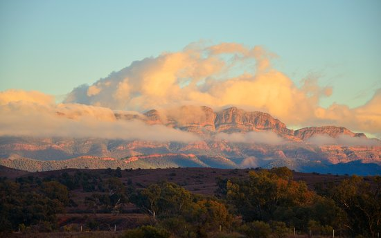 Wilpena, Australia: Dawn on nearby Hills of Arkaba