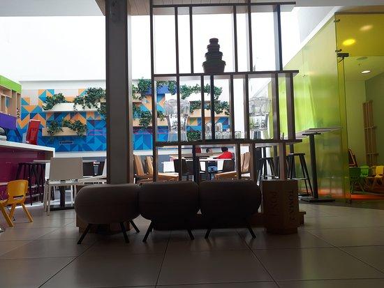 Ibis Styles Mexico Zona Rosa: Vista al comedor desde el Lobby