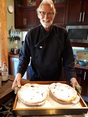 Paradise Acres Ranch: Chef Voigt with some pies..