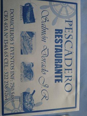 Pescaderia El Salmón Dorado: Individual de las mesas.