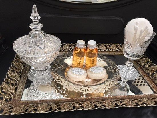 The Blaylock Mansion: Bathroom accessories