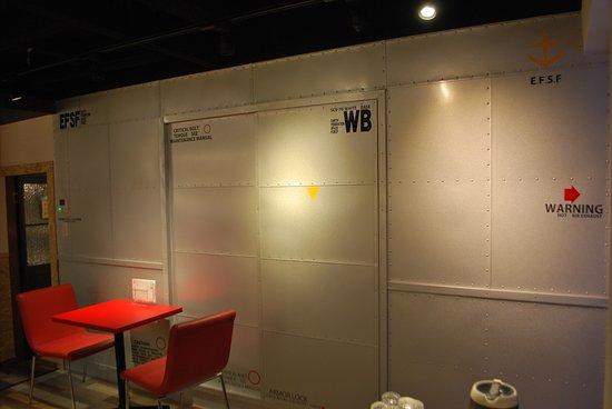 Saikayamachi Cafe 29 : ホワイトベースをイメージした3階入り口