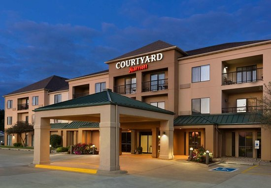 courtyard bloomington normal updated 2018 prices hotel. Black Bedroom Furniture Sets. Home Design Ideas