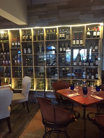 Desierto Azul: Amazing wine collection at all price ranges