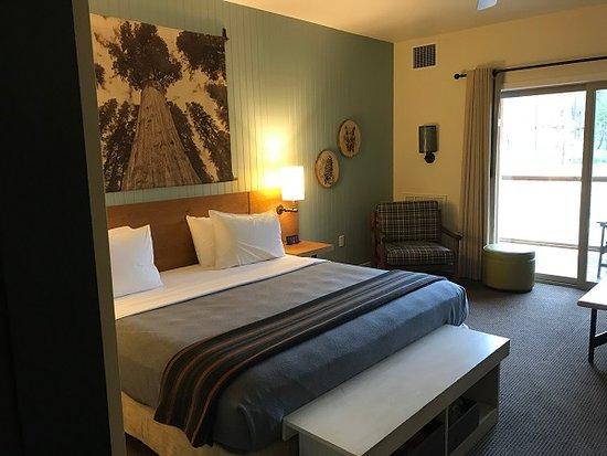 Rush Creek Lodge at Yosemite: Very Comfortable Bed