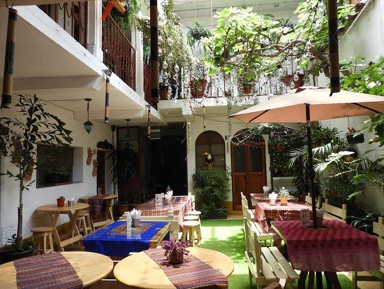 Hostel La Quinta: Zona de comedor y estar