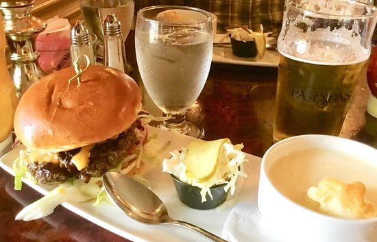 The Waring House Restaurant, Inn, Conference Centre & Cookery School: Country burger and apple cheddar soup