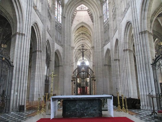 Cathedrale Notre Dame de Evreux: From behind the Altar
