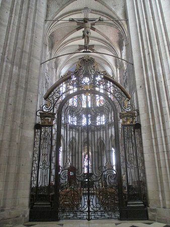 Cathedrale Notre Dame de Evreux: Ironwork around Chior