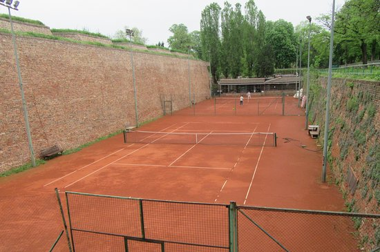 The Belgrade Fortress: Tennis courts in the moat