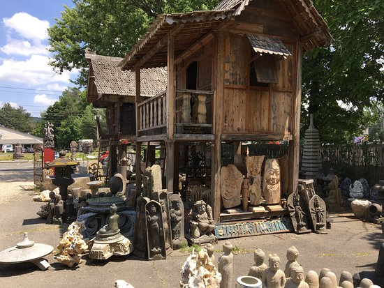 Asia Barong: Picture of items in the outdoor garden area