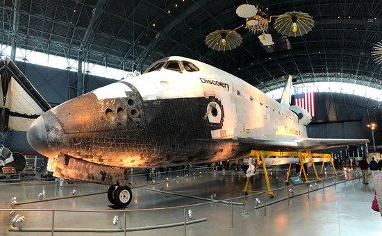 Steven F Udvar-Hazy Center: Space Shuttle Discovery