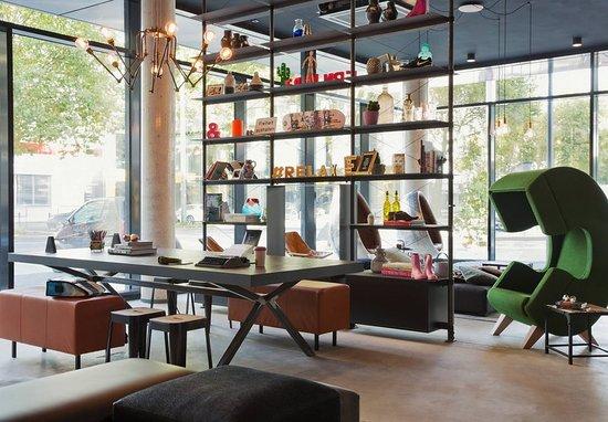 moxy frankfurt east francfort allemagne voir les tarifs et avis h tel tripadvisor. Black Bedroom Furniture Sets. Home Design Ideas